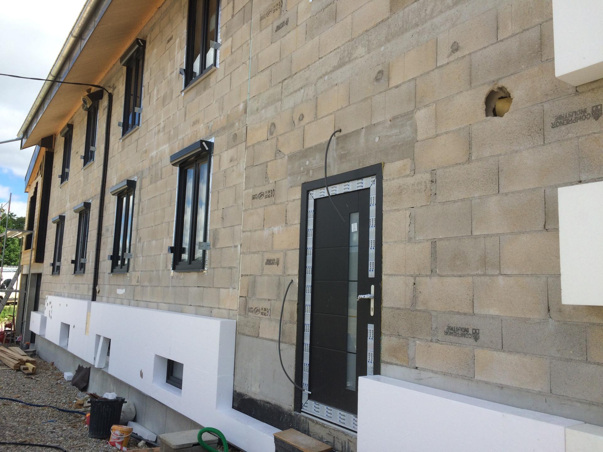 Début des travaux en façade extérieure ITE de 200 mm blanc